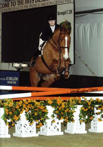 Lucy Davis and Patrick owned by Old Oak Farm Winner USET USEF WIHS and ASPCA classes 2010 HITS Desert circuit Photo Flying Horse