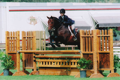 Gabbi Langston and Capone owned by Stephanie Danhakl Small Junior Hunters Oaks Blenheim Summer 2008