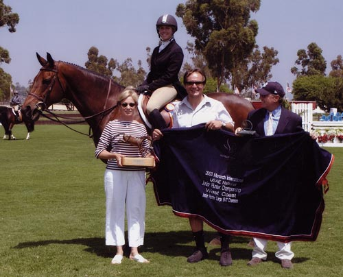 Chance owned by Montana Coady Champion Large Junior 16-17 2003 Junior Hunter Finals Photo JumpShot