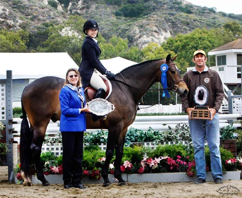 Ashley Pryde and Truly Champion Amateur Owner Hunter Winner Amateur Owner Hunter Classic 2011 Showpark Ranch & Coast Photo Captured Moment Photo